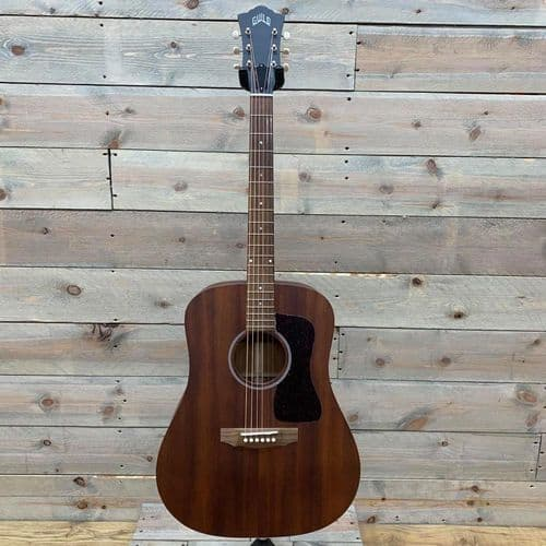 Guild D-20 Natural (Includes Case)