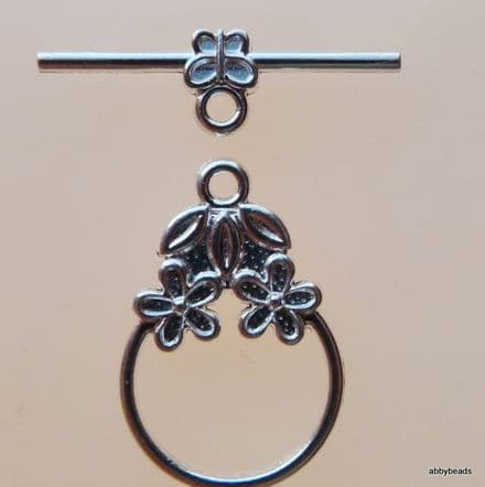 Toggle clasp with leaf and flower motif, Silver plated. 2pr