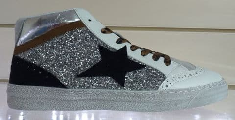 Findlay Silver and White Baseball Trainers