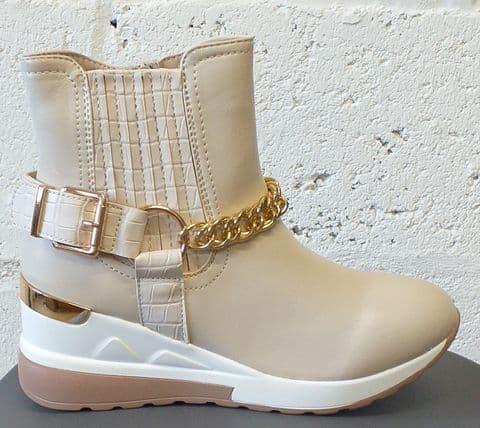 Super Mode Cream and Gold design Wedge Boots