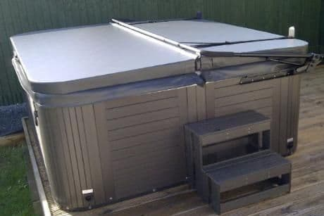 """Mr Tubby 2.3m x 2.3m Hot Tub Insulated Lid - 4"""" tapered"""