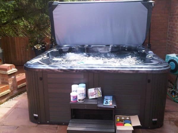 """Mr Tubby Saturn Hot Tub Insulated Lid - 4"""" Tapered"""