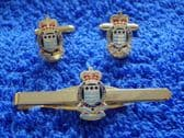ROYAL ARMY ORDNANCE CORPS ( RAOC ) CUFF LINK AND TIE GRIP / CLIP GIFT SET